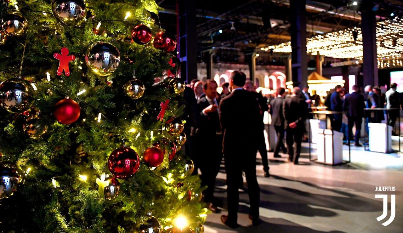 Albero Di Natale Juventus Stadium.Una Grande Festa Di Natale Bianconera Alle Ogr Juventus
