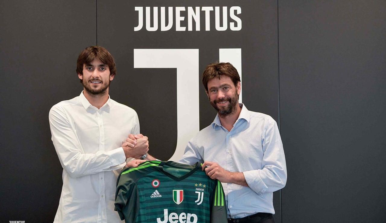 Mattia Perin è bianconero! - Juventus