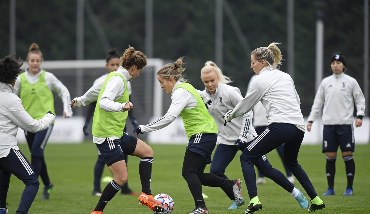Women UWCL Training (11)