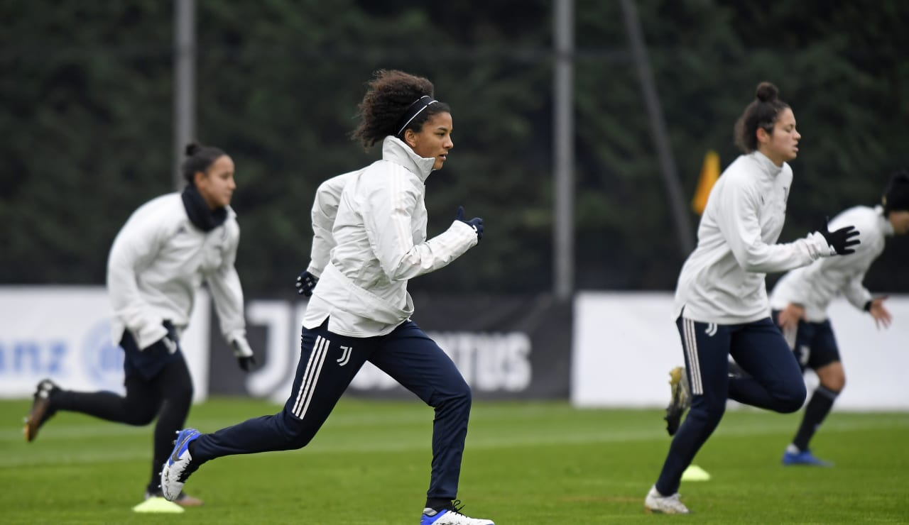 Women UWCL Training (6)