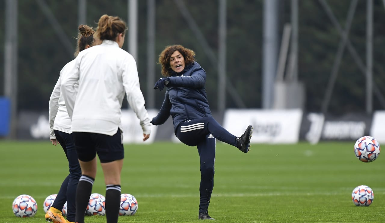 Women UWCL Training (10)