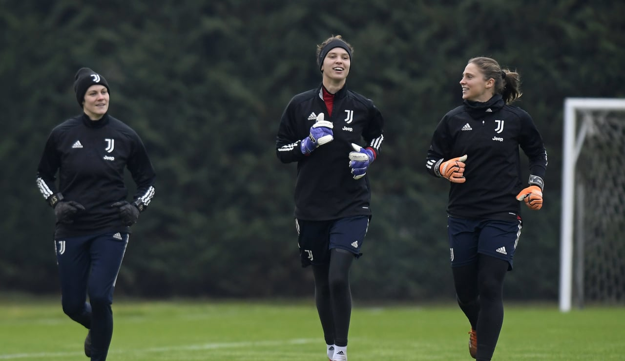 Women UWCL Training (4)
