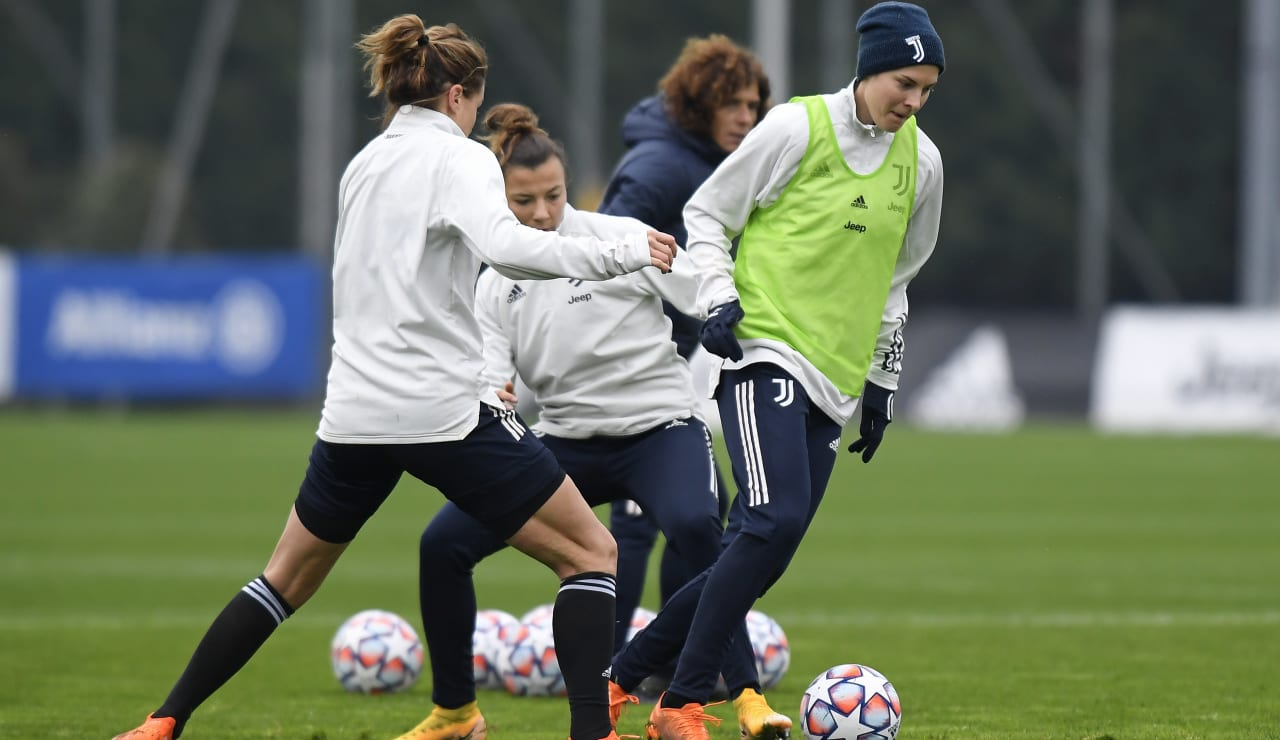 Women UWCL Training (9)