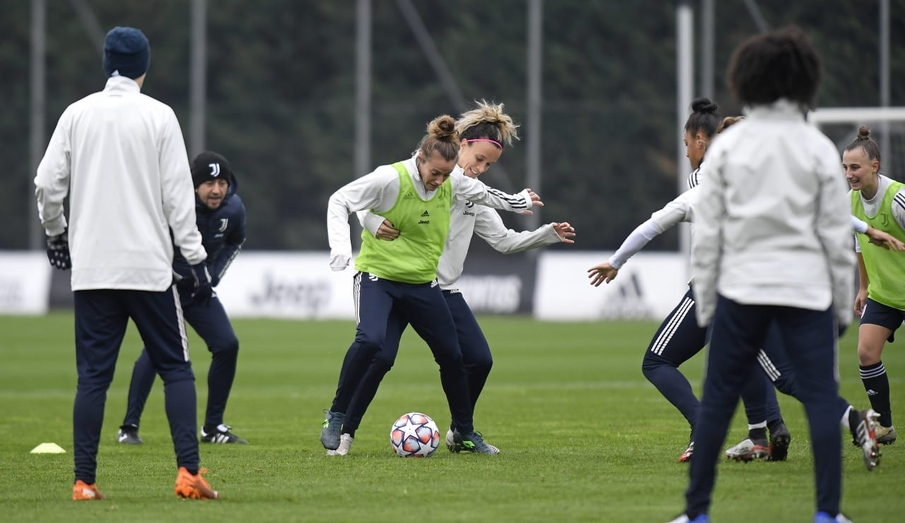 Women UWCL Training (13)