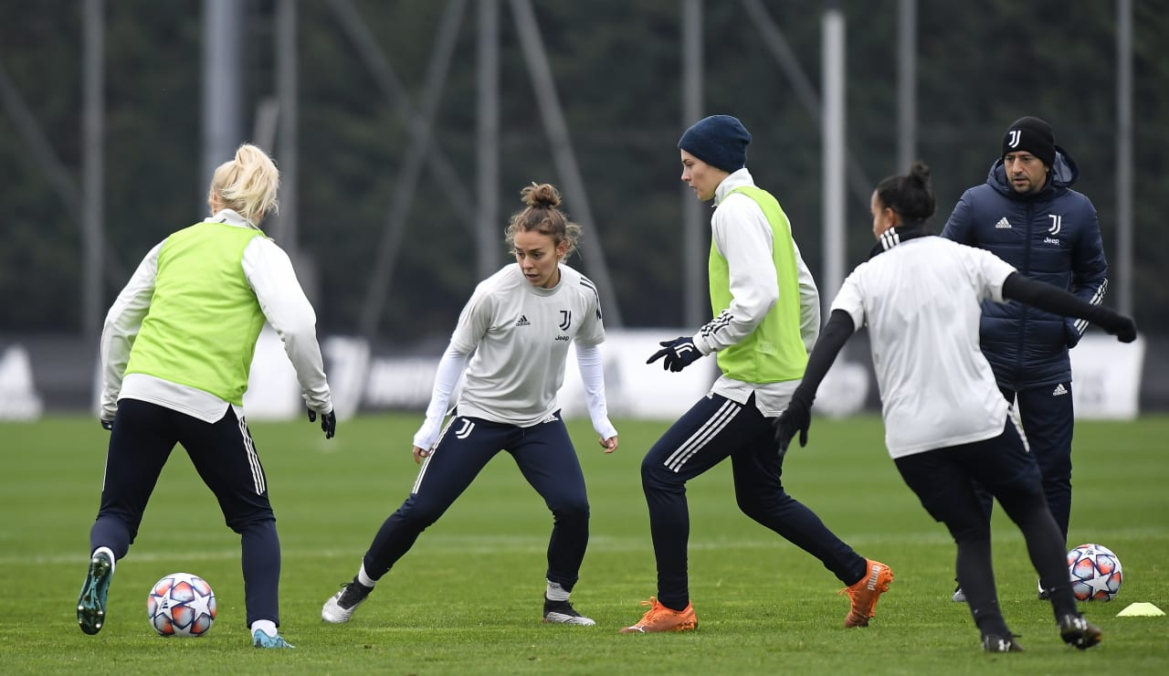 Women UWCL Training (8)