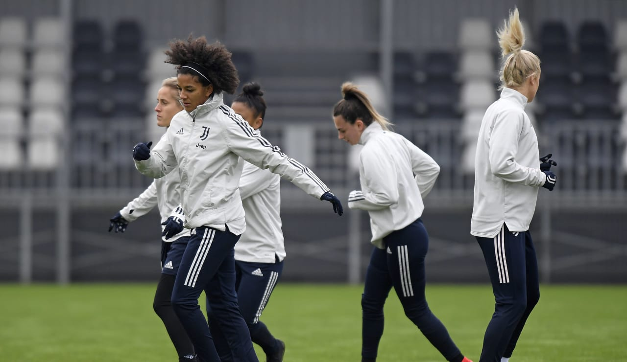 Women UWCL Training (2)