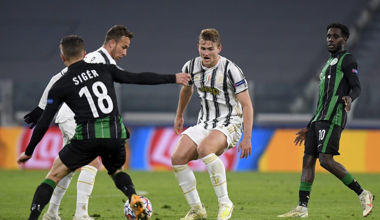 Juve qualify for Last 16 - Juventus