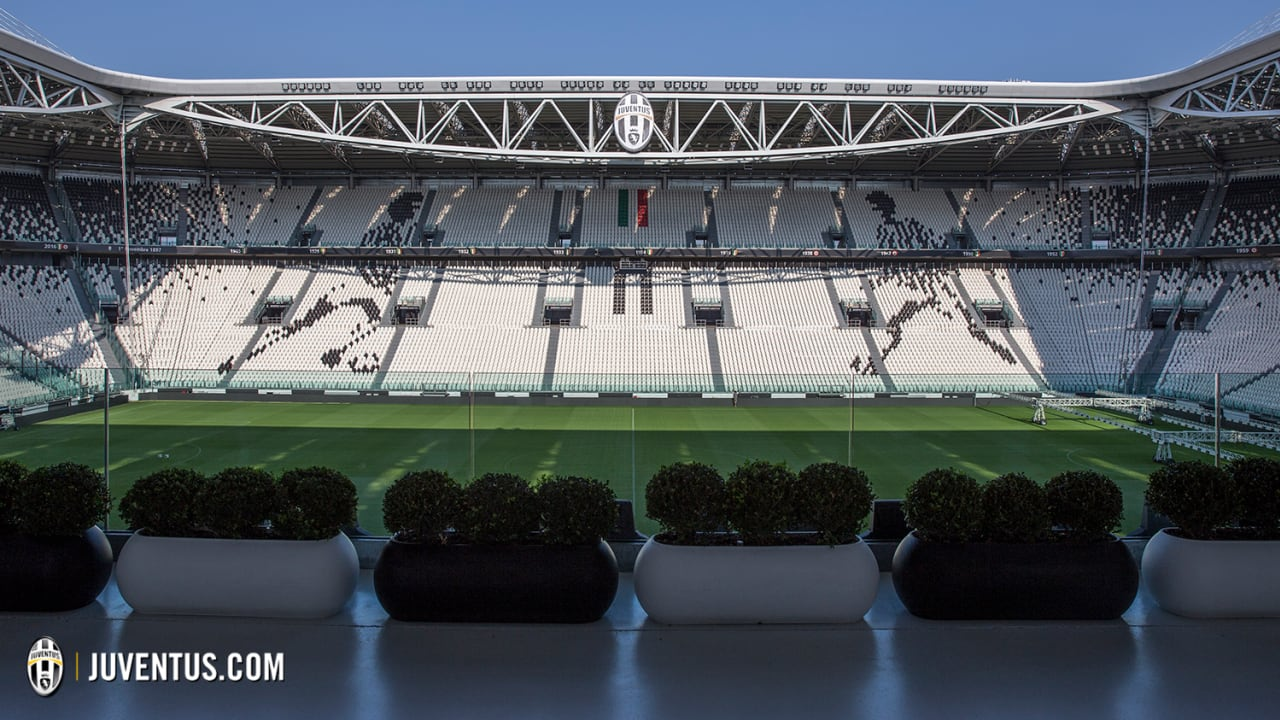 wm_stadium_club_angelli.jpg