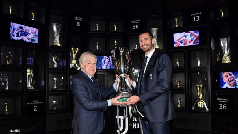 Chiellini brings the SuperCup to Juventus Museum