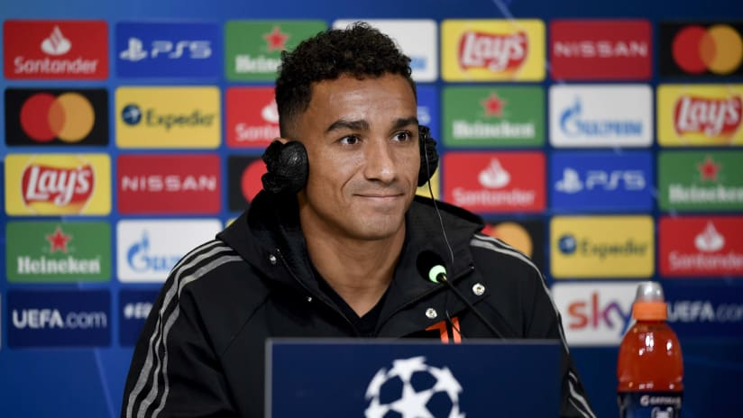Juventus - Barcelona | Danilo: «We will play a game of running and sacrifice»