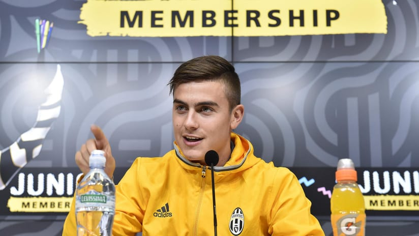 Paulo Dybala meets Junior Reporters