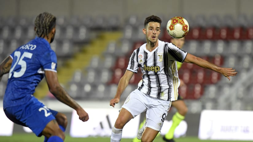 U23 |  Alejandro Marques, goals and dreams in black and white