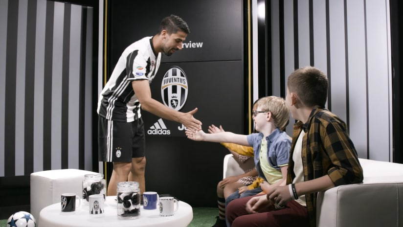 USA Tour | Sami Khedira, Kids Interview!