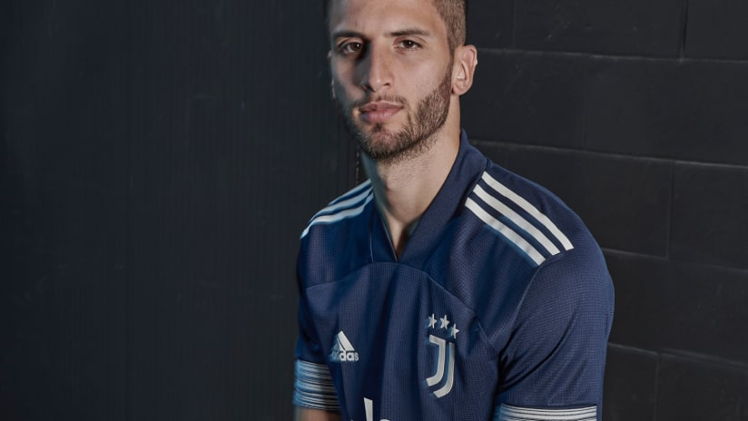 Unveiling the new adidas Juventus 20/21 away shirt!