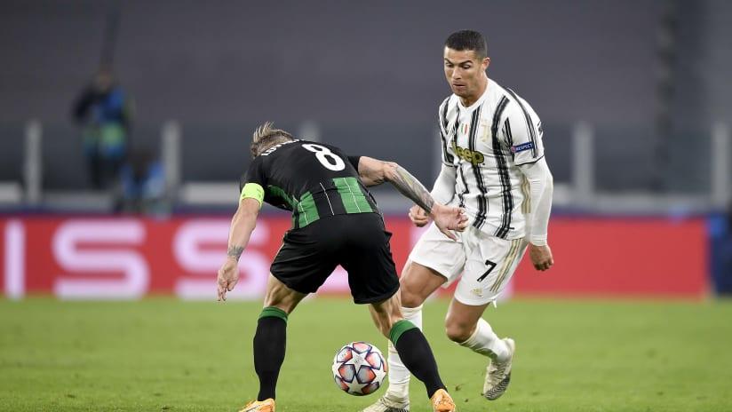 Pitchside view | Matchweek 4 | Juventus - Ferencvaros