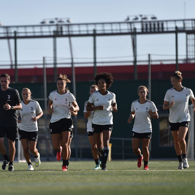 Gallery | Women build-up to Barca!