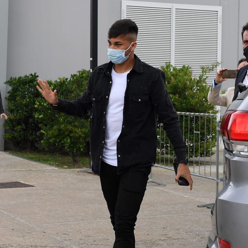 Kaio Jorge undergoes medical tests