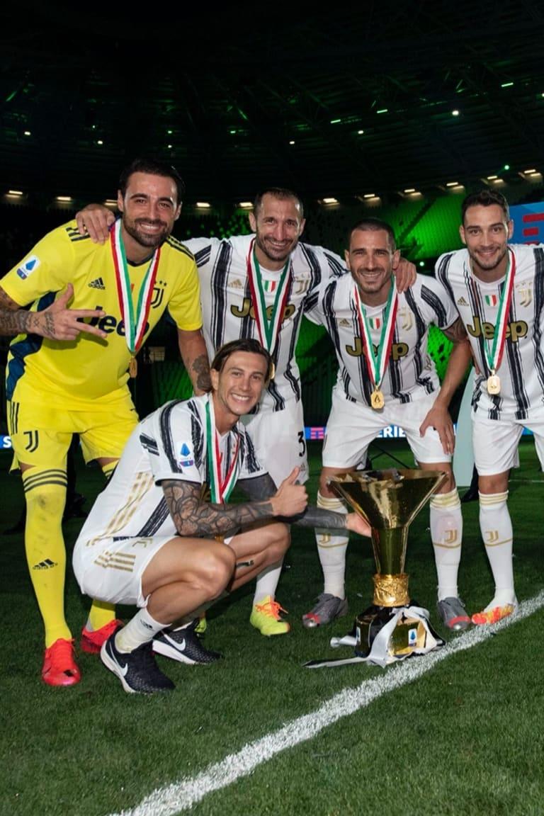 Nas redes | As reações dos jogadores à entrega do troféu da Serie A