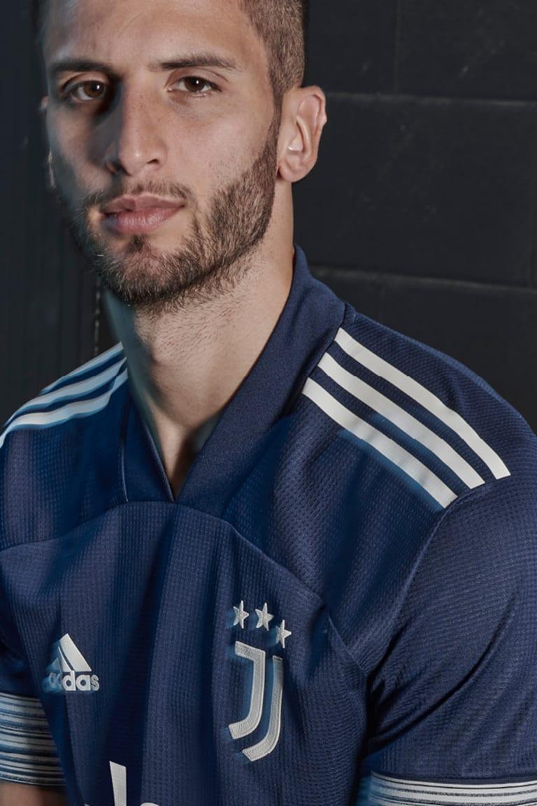 Unveiling the new adidas Juventus 20/21 away shirt!