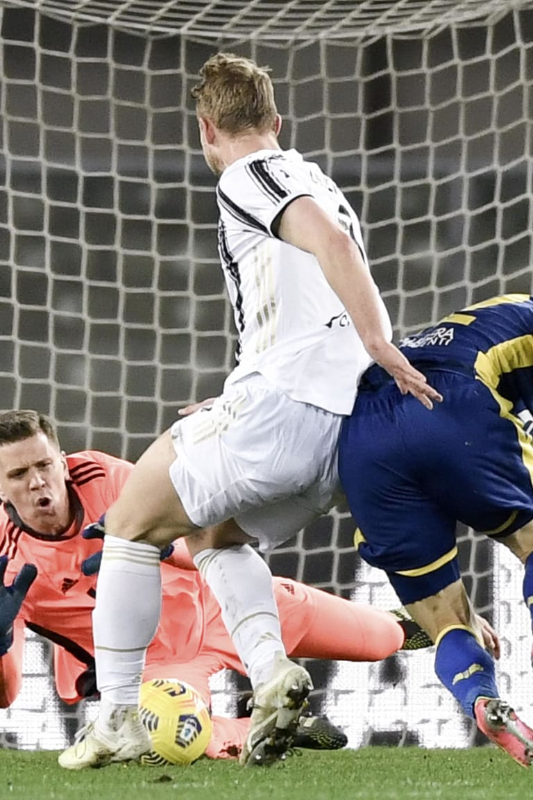 Pitchside view | Matchweek 24 | Verona - Juventus