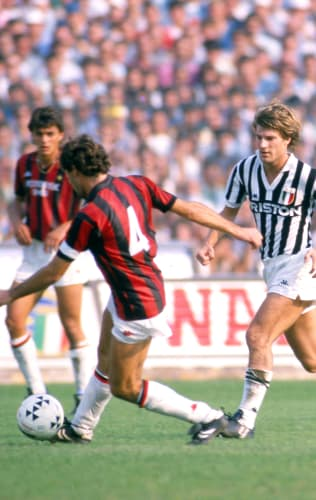 Juventus - Milan | Laudrup paving the way for Scudetto number 22