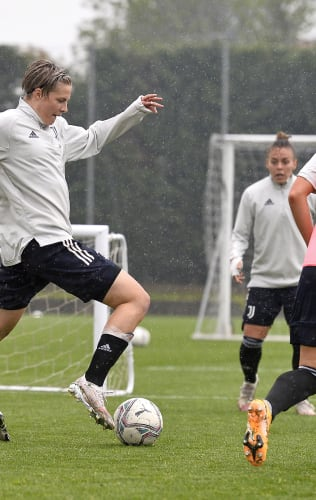 Women   At work in the rain